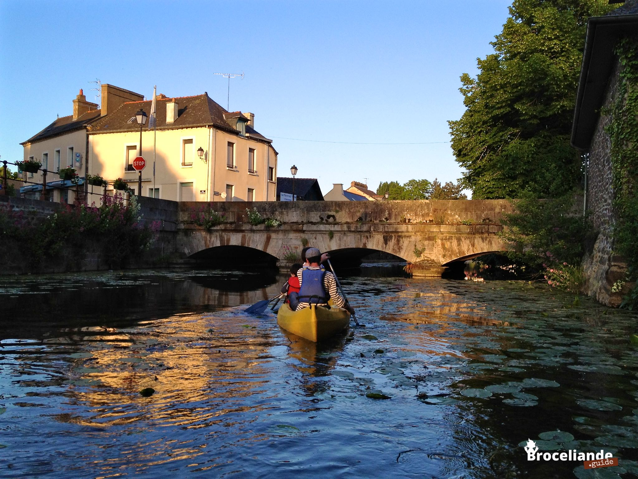 Montfort sur meu en cano kayak broc liande en bretagne for Architecte montfort sur meu